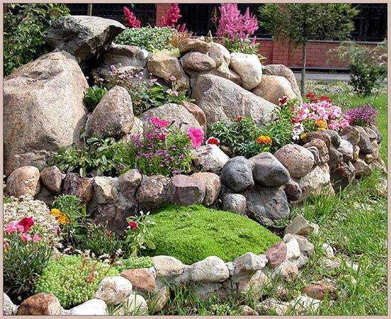 использование природного камня на участке