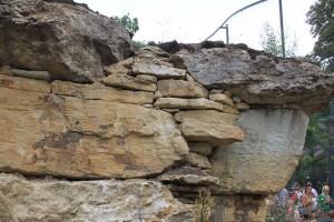 Лучший материала для подпорной стенки - натуральный камень