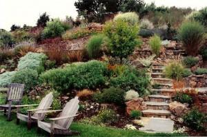 Натуральный камень в средиземноморском саде