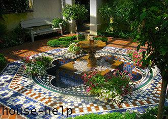 Чтобы подчеркнуть роскошь сада, нужно установить красивую скамейку