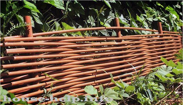 Плетеный забор из пвх своими руками
