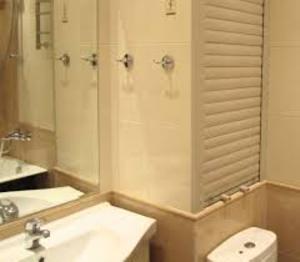 Рольставни в ванной